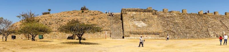 Vista panorâmica no local de Monte Alban, México fotos de stock