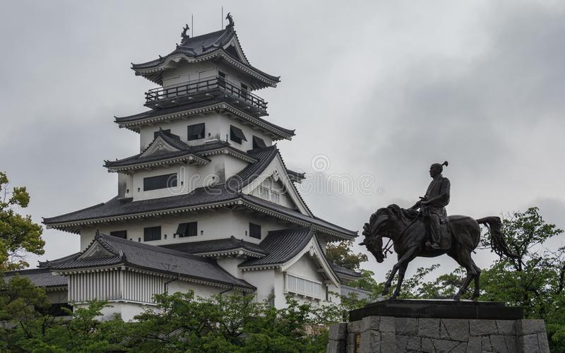 Vista panor?mica no monumento do imperador Todo Takatora e do seu castelo da ?gua de Imabari Imabari, Imabari, prefeitura de Ehim fotos de stock