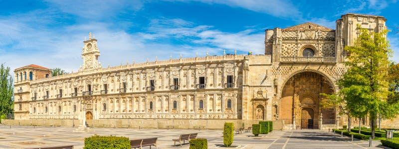 Vista panorâmica no San Marcos Convent em Leon - Espanha fotos de stock