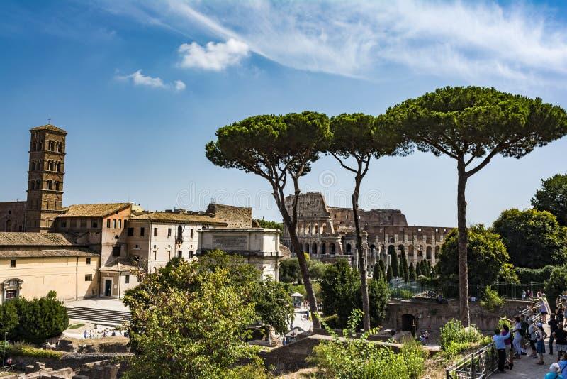 Vista panorâmica o Colosseum e o Roman Forum do monte de Palantine, Roma, Itália fotos de stock royalty free