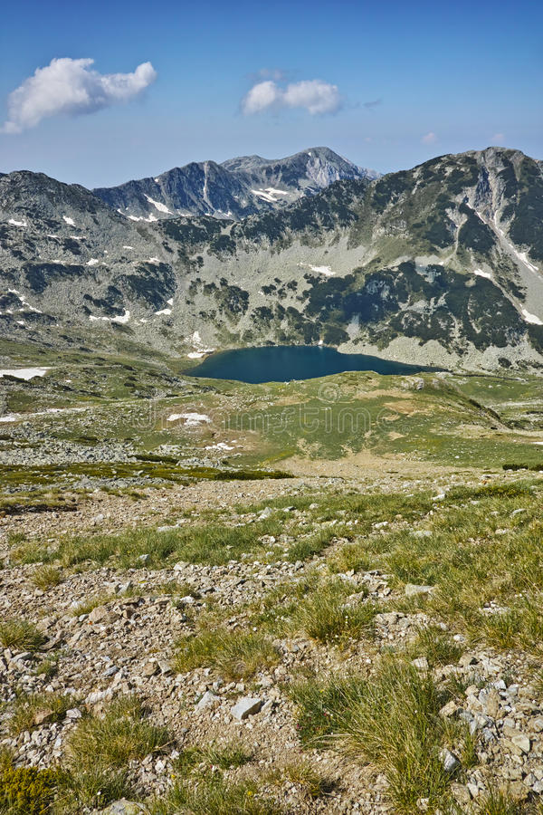 Vista panorâmica para lagos Vlahini, montanha de Pirin imagens de stock