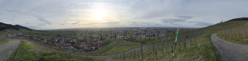 Vista panorâmica sobre a cidade de Neuweier, Baden-Wurttemberg, Alemanha fotos de stock
