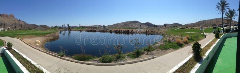 Vista panorâmica sobre o campo de golfe de Aguilon na Espanha fotos de stock royalty free