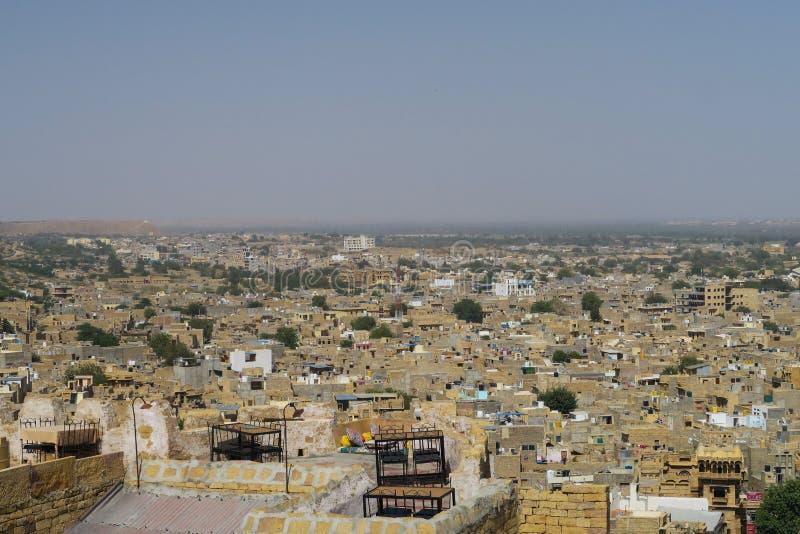 Vista panorâmica sobre o deserto indiano Jaisalmer de Thar da cidade do deserto foto de stock royalty free