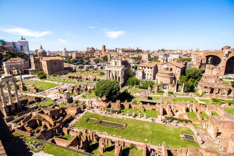 Vista panorâmica sobre Roman Forum, Roma, Itália fotografia de stock