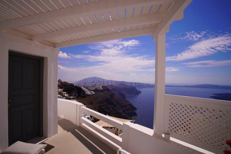 Vista panorâmica típica de Santorini nas ilhas de Cyclades fotos de stock royalty free
