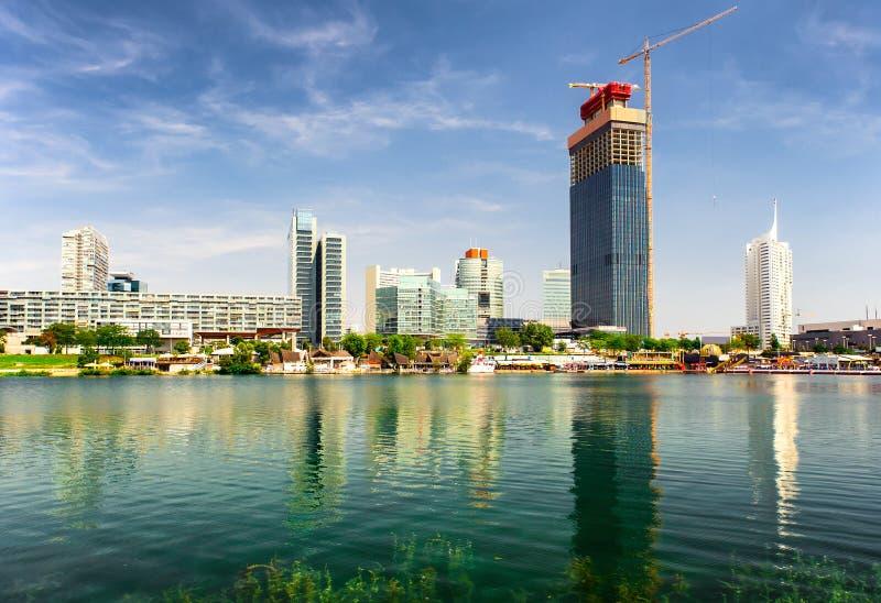 Vista panorâmico à cidade de Donau, Viena imagem de stock