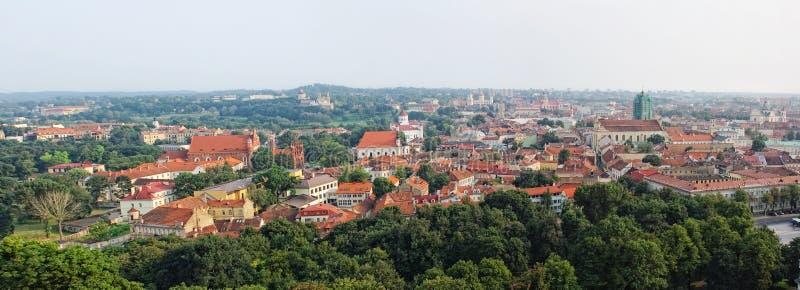 Vista panorâmico da cidade velha de Vilnius, Lithuania foto de stock