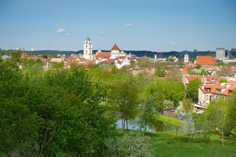 Vista panorâmico da cidade velha de Vilnius, Lithuania imagens de stock
