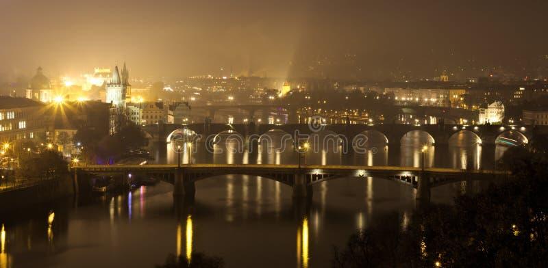 Vista panorâmico de Praga no outono imagem de stock