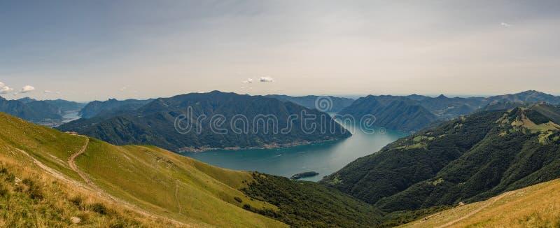 Vista panorâmico do lago Como imagens de stock