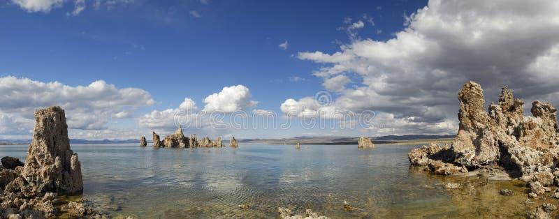 Vista panorâmico do mono lago, Califórnia fotografia de stock royalty free