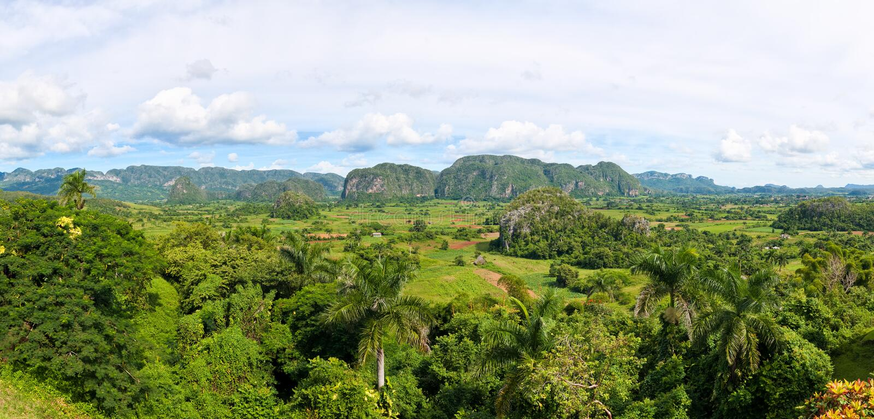 Vista panorâmico do vale de Vinales em Cuba fotografia de stock royalty free