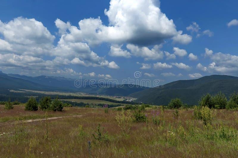 Vista panorâmico surpreendente da montanha fotografia de stock