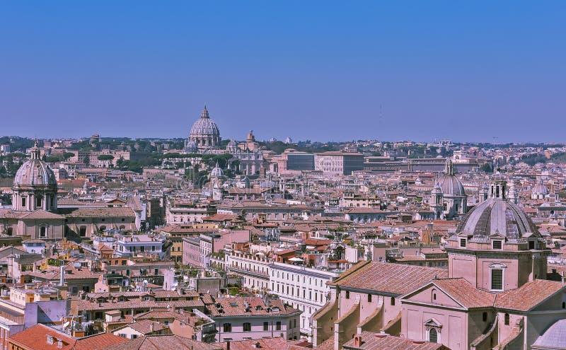Vista panor?mica da cidade de Roma do telhado do altar da p?tria, It?lia fotos de stock