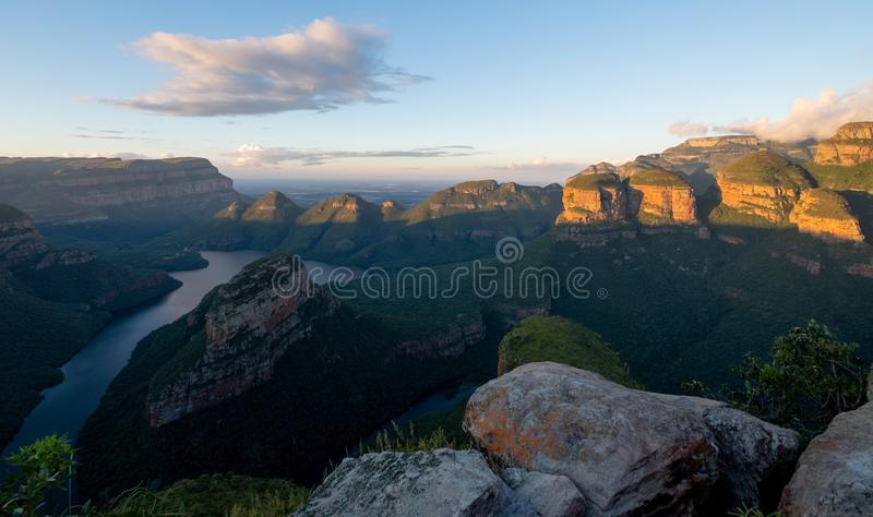 Vista panor?mica da garganta do rio de Blyde na rota do panorama, Mpumalanga, ?frica do Sul fotografia de stock royalty free
