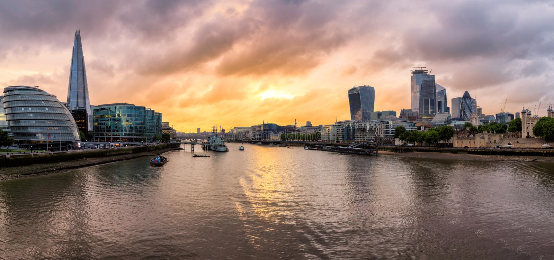 Vista panor?mica de Londres en la puesta del sol foto de archivo