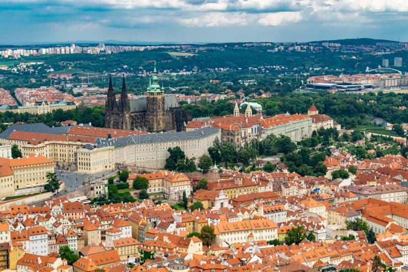Vista panor?mica de Praga de la torre de Petrin foto de archivo