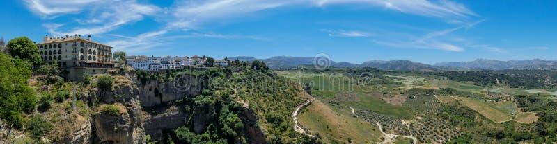 Vista panor?mica do terra?o da cidade Ronda ? paisagem de cerco, a Andaluzia, Espanha imagens de stock royalty free