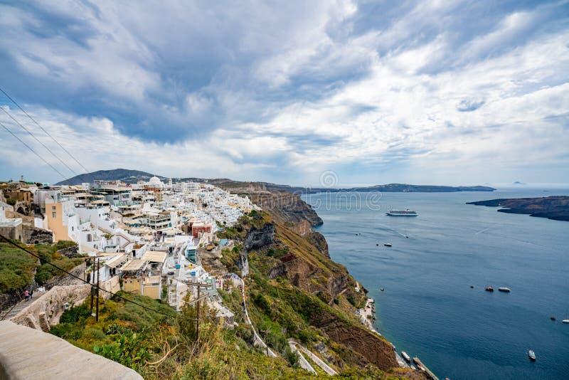 Vista panor?mica e ruas da ilha de Santorini em Gr?cia, tiro em Thira foto de stock
