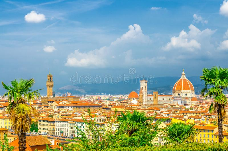 Vista panor?mica a?rea superior de la ciudad de Florencia con la catedral de Santa Maria del Fiore de los di de Cattedrale del Du imagen de archivo libre de regalías