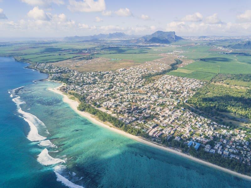 Vista panoramica aerea della linea della spiaggia e del paesaggio Mauritius fotografia stock