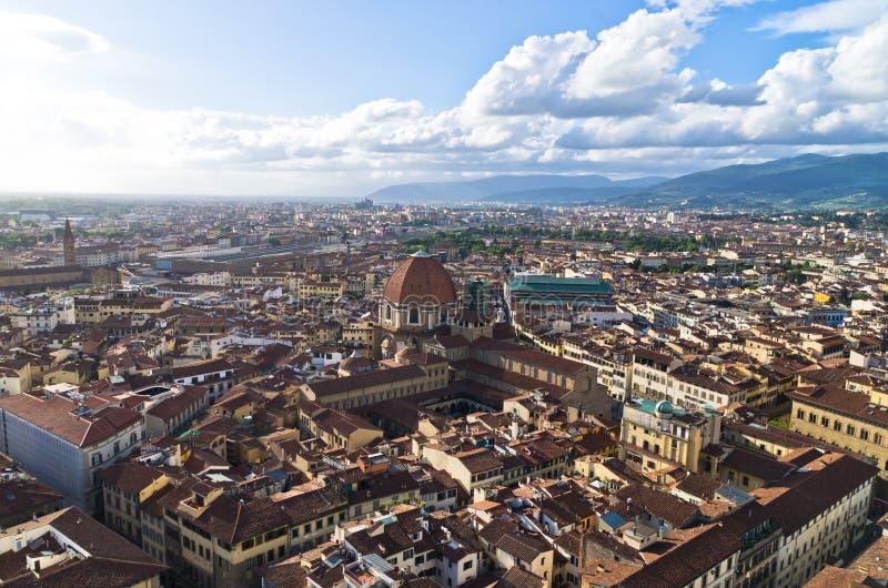 Vista panoramica aerea di Firenze da una di molte torri, Toscana fotografia stock