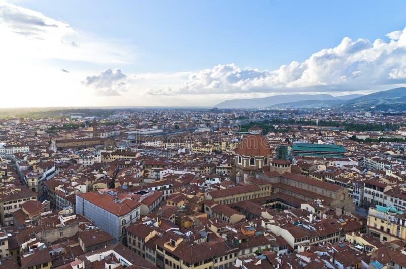 Vista panoramica aerea di Firenze da una di molte torri, Toscana fotografia stock libera da diritti