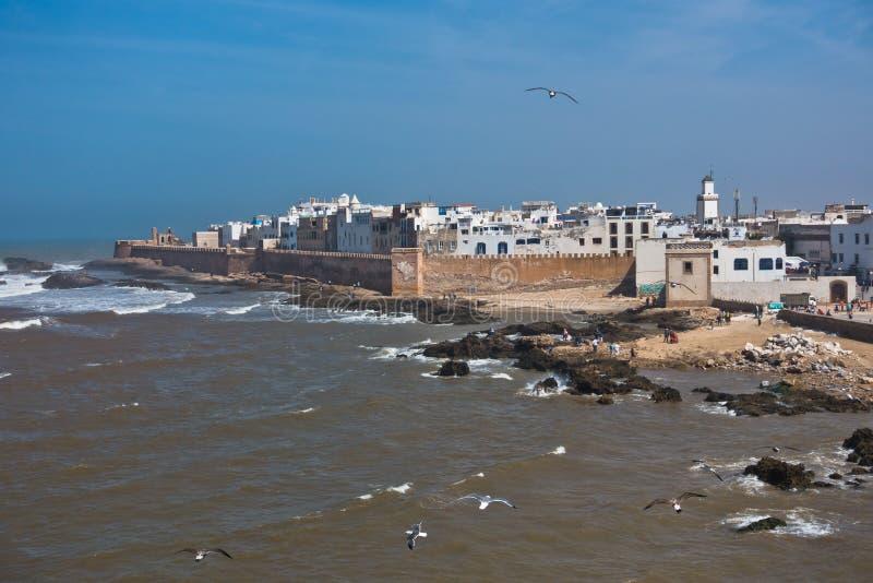 Vista panoramica aerea di paesaggio urbano di Essaouira di vecchia città alla costa dell'Oceano Atlantico nel Marocco immagini stock libere da diritti