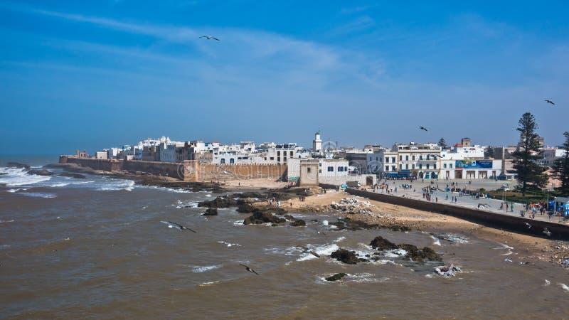 Vista panoramica aerea di paesaggio urbano di Essaouira di vecchia città alla costa dell'Oceano Atlantico nel Marocco fotografie stock libere da diritti