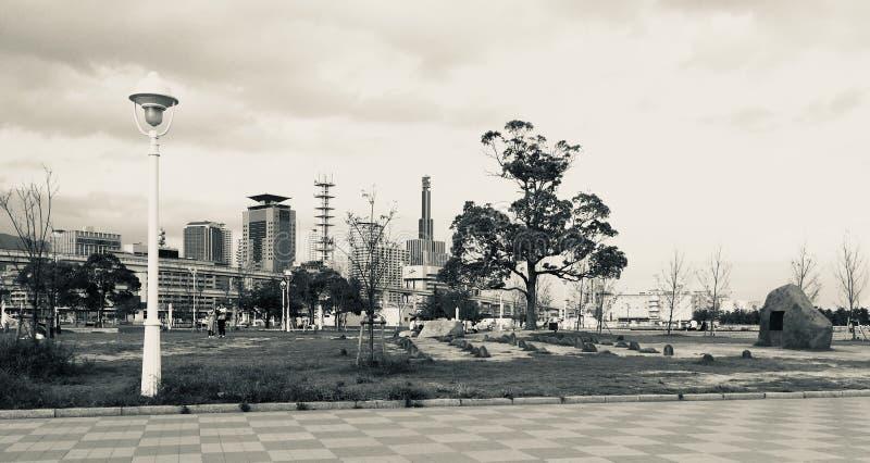 Vista panoramica in bianco e nero sul parco di Meriken a Kobe, Giappone fotografia stock libera da diritti