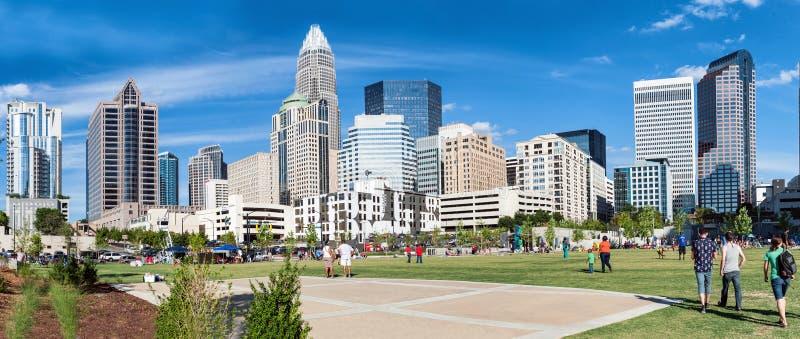 Vista panoramica a Charlotte dei quartieri alti nella luce del giorno fotografie stock