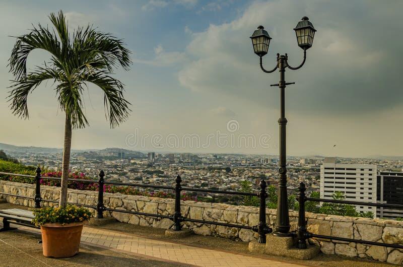 Vista panoramica dalla montagna della citt? di Lima peru immagine stock