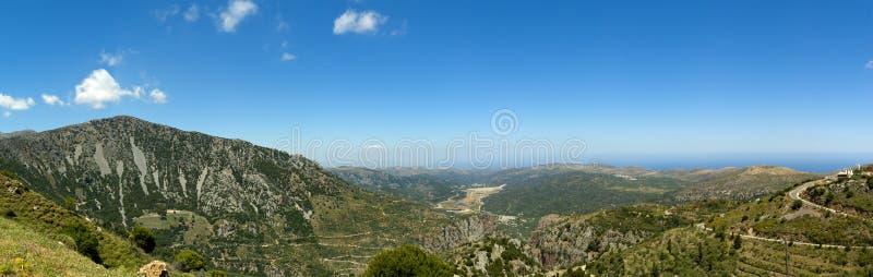 Vista panoramica dalla strada al plateau della Lasithi immagini stock