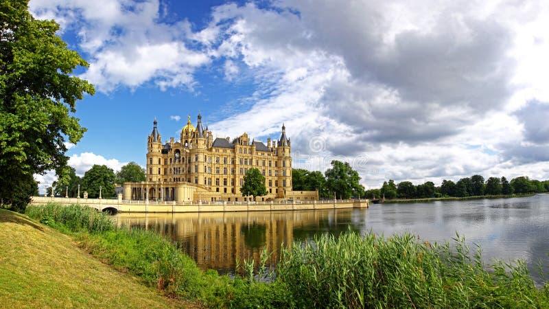 Vista panoramica del castello di Schwerin, Germania fotografia stock libera da diritti