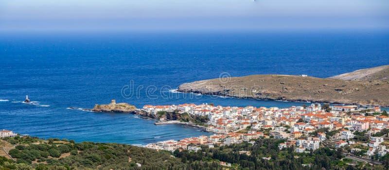 Vista panoramica del Chora di Andros, Grecia al giorno immagine stock