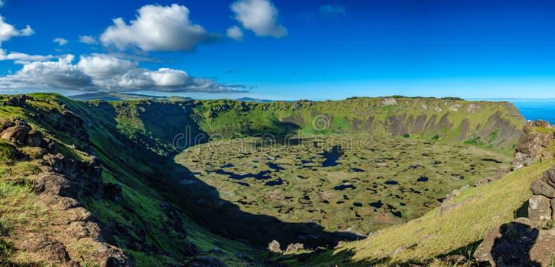 Vista panoramica del cratere vulcanico delle KUCI di Rano in Rapa Nui fotografia stock libera da diritti