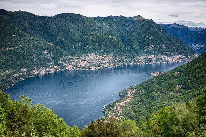 Vista panoramica del lago Como dal villaggio di Brunate, Italia immagini stock libere da diritti