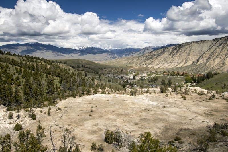Vista panoramica del paesaggio della sorgente di acqua calda di Yellowstone fotografia stock libera da diritti