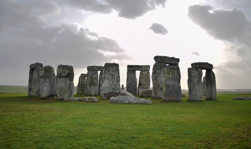 Vista panoramica del paesaggio di Stonehenge, monumento di pietra preistorico fotografia stock