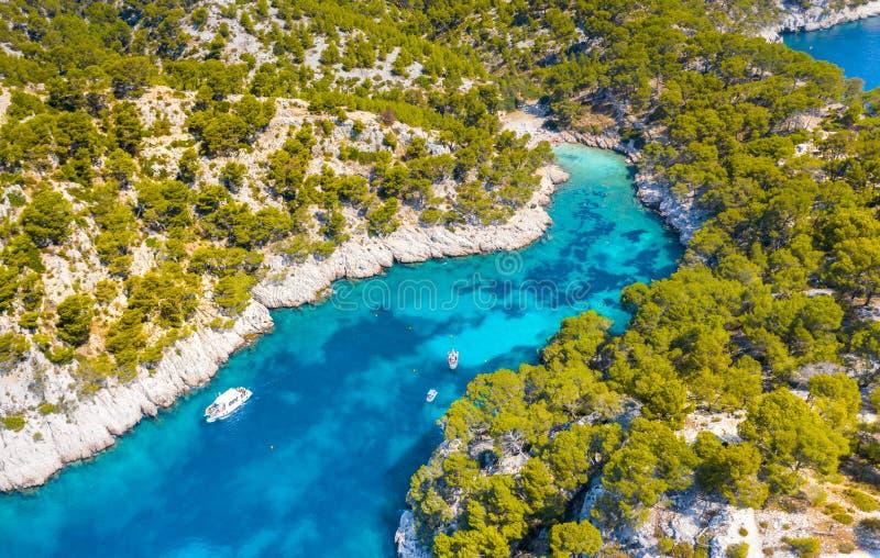 Vista panoramica del Parco nazionale di Calanques nei pressi del villaggio di pescatori di Cassis, Provence, Francia meridionale immagine stock