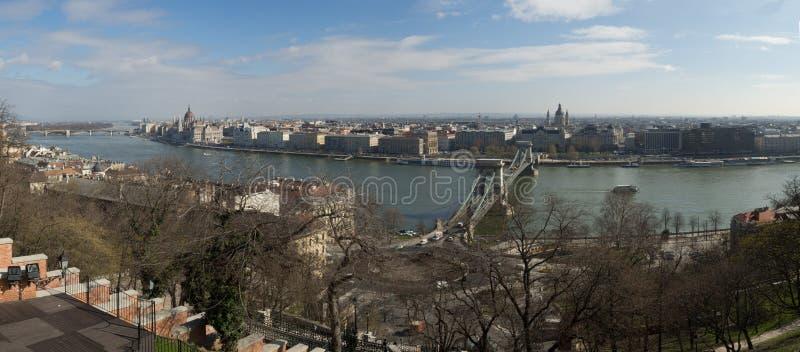 Vista panoramica del ponte a catena di Szechenyi sopra Danubio, Budapest, fotografia stock