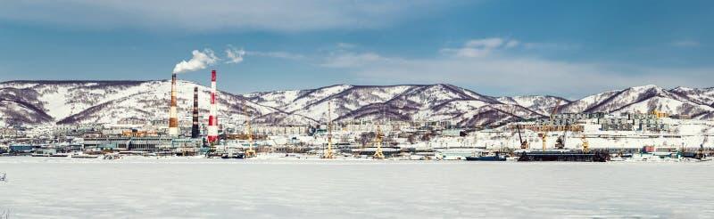 Vista panoramica del porto marittimo di Petropavlovsk-Kamcatskij immagine stock libera da diritti