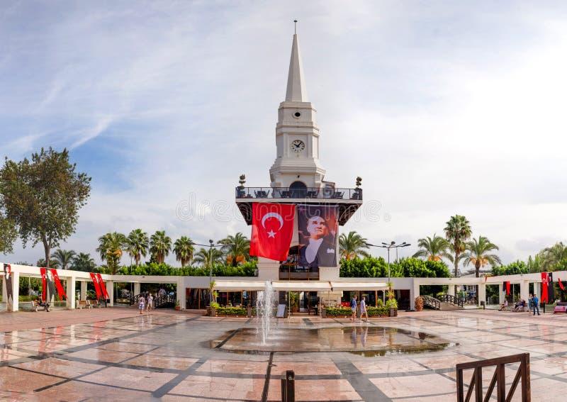 Vista panoramica del quadrato centrale in Kemer, Turchia immagine stock