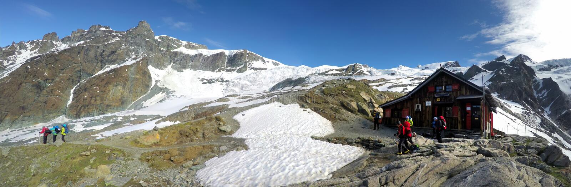 Vista panoramica del rifugio di Blanc della bacca, Mont Blanc, Francia fotografia stock libera da diritti