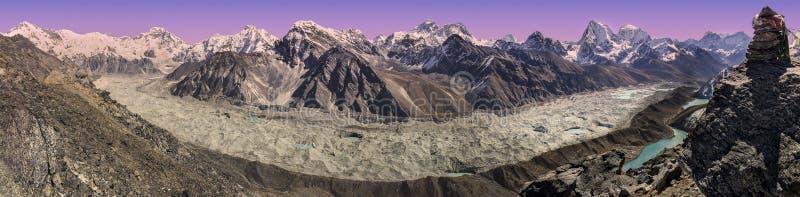 Vista panoramica del tramonto sopra la catena montuosa di Everest, Nepal fotografia stock libera da diritti