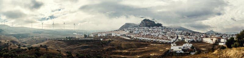 Vista panoramica del villaggio bianco. immagine stock libera da diritti