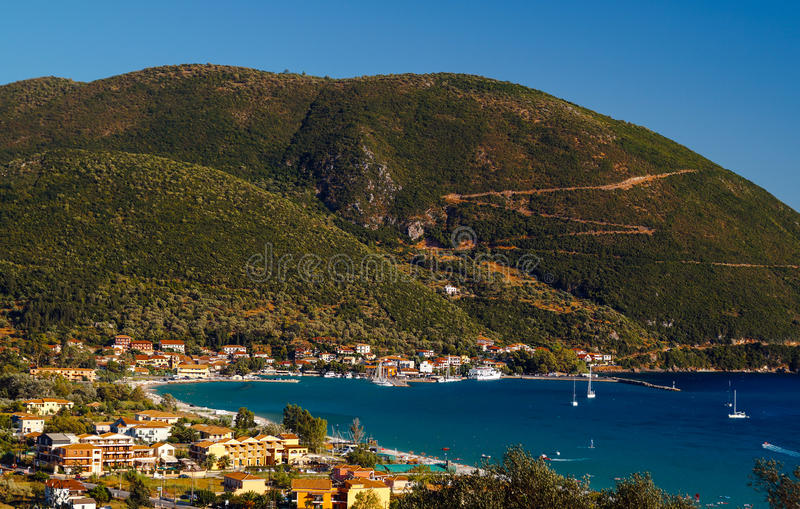 Vista panoramica del villaggio di Vasiliki sull'isola di Leucade immagine stock libera da diritti