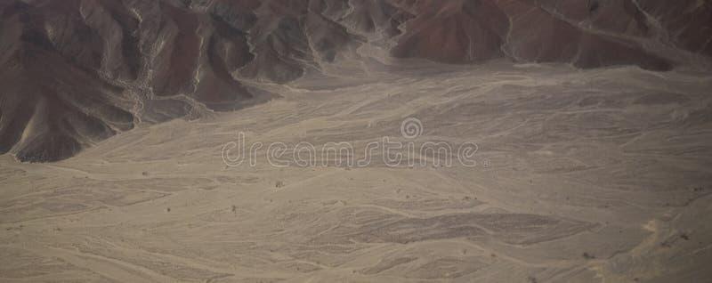 Vista panoramica dell'aeroplano aereo al plateau con le linee del geoglyph, AIC, Per? di Nazca immagini stock