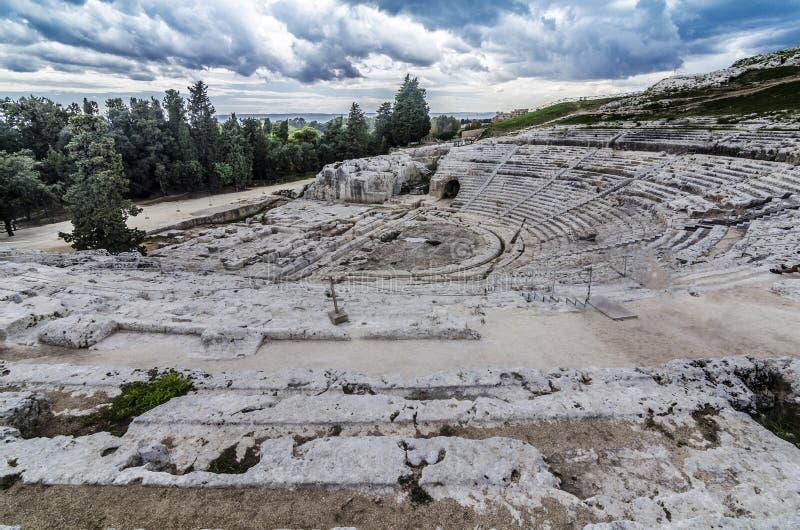 Vista panoramica dell'anfiteatro romano storico di Siracusa fotografia stock libera da diritti